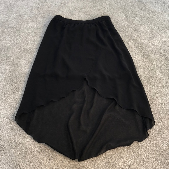 Vero Moda Dresses & Skirts - 💕Vero moda asymmetrical skirt